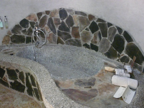 Stone tub, Munga Eco Lodge