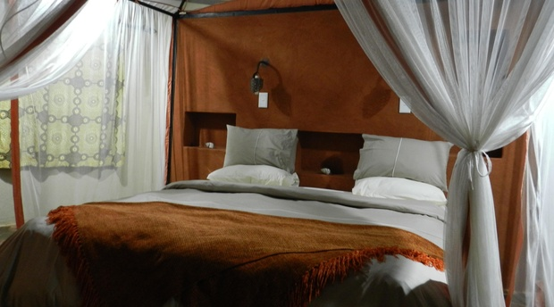 King bed, Family Chalet, Munga Eco Lodge